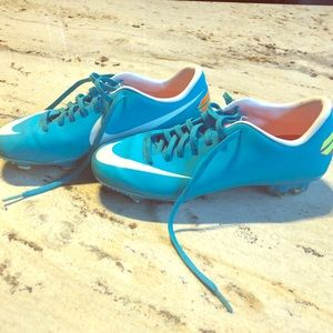 Nike Mercurial soccer cleats! Size 7 blue/white